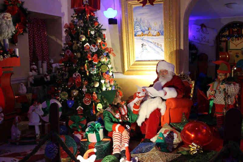 La Casa Di Babbo Natale Immagini.E Alla Versiliana La Casa Di Babbo Natale