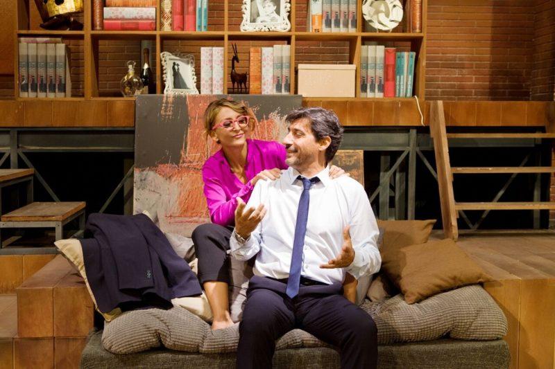 A testa in giù Pietrasanta - Emilio Solfrizzi e Paola Minaccioni