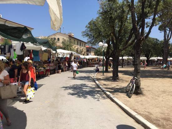 mercato-forte-dei-marmi